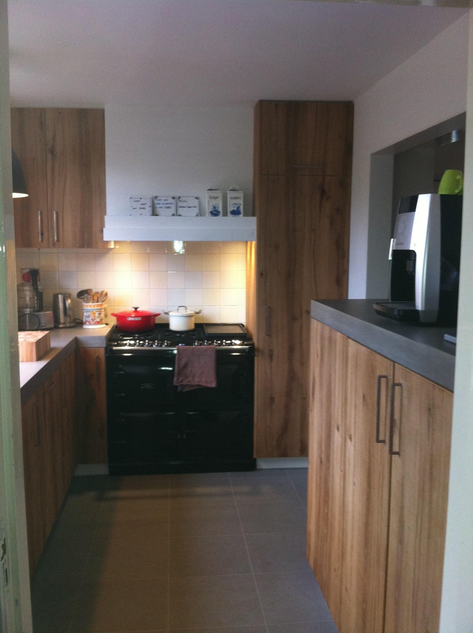 Keuken van oud eiken met betonciré blad